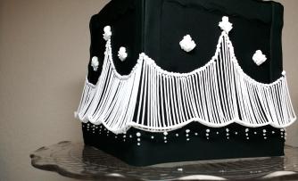 Rover Cake - Austalian Strings - Black and White